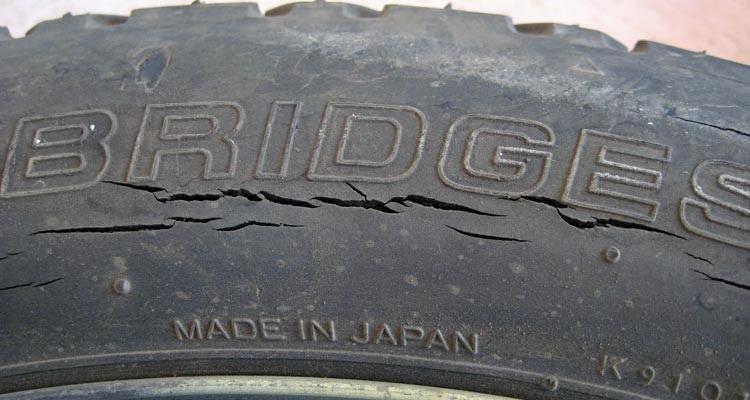 fisure fissure pneu-comment reconnaître une fisure-qu'est ce qu'une fisure de pneu-éviter arnaque-trouver sa voiture d'occasion